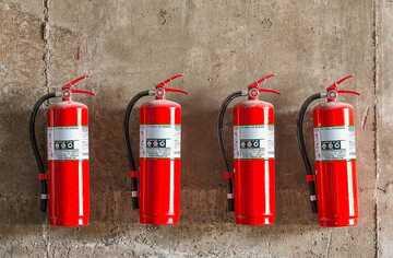 Сколько огнетушителей необходимо иметь по нормативам